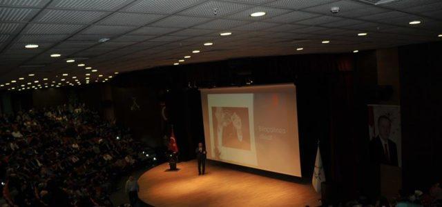 """Darıca Belediyesi Adnan Menderes Kültür Merkezi'nde düzenlenen """"Başarıya Gülümse"""" isimli seminerde konuşan Kişisel Gelişim Uzmanı Eğitimci Yazar Sıtkı Aslanhan, gençlere ve ailelerine hayatta başarılı olmanın yollarını anlattı. Ağırlıklı olarak gençlerin […]"""