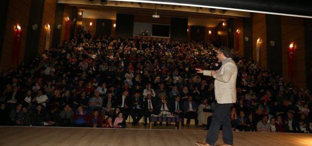 """Rize Belediyesi'nin her ay organize ettiği """"Belediye Sohbetler"""" programı çerçevesinde bu ay, Gençlik ve Spor Bakanlığı Rize Gençlik Konferans Salonunda düzenlenen """"BİLİNÇLİ AİLE DUYARLI GENÇLİK"""" adlı konferans ilgiyle izlendi. Saat […]"""