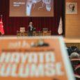 """Karabük Üniversitesi tarafından """"Başarı ve Mutluluk İçin Hayata Gülümse"""" adlı konferans düzenlendi. 15 Temmuz Şehitler Konferans Salonu'nda gerçekleştirilen konferansa Kişisel Gelişim Uzmanı, Eğitimci Yazar Sıtkı Aslanhan konuşmacı olarak katıldı. Aslanhan […]"""